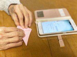 折り紙とスマホ